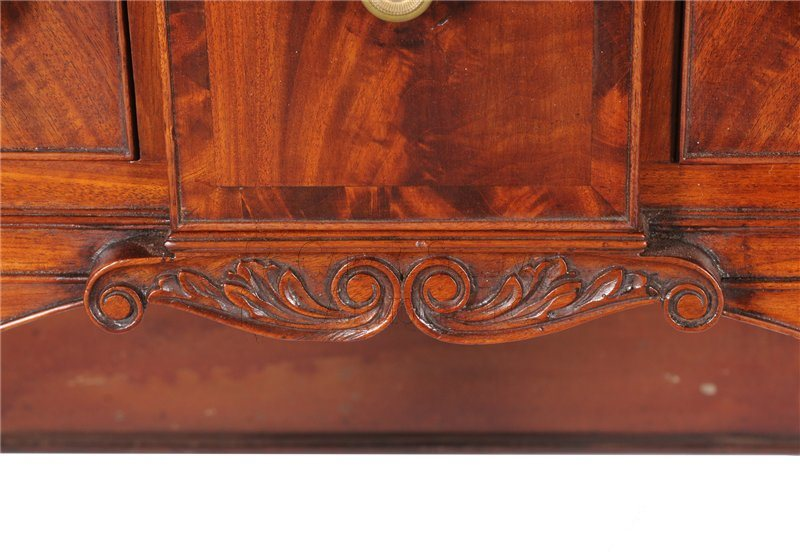 Seymour sideboard detail