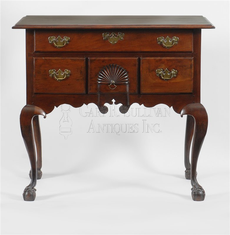 antique Chippendale lowboy - Chippendale Lowboy, Salem, Mass - Clocks 009044 : Gary Sullivan