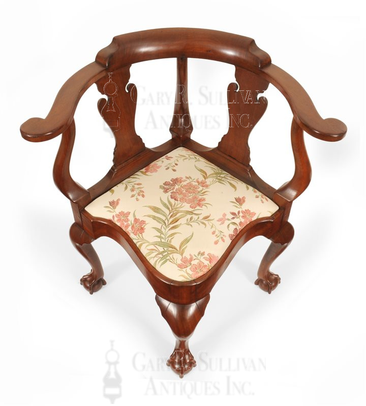 New York corner chair - Chippendale Walnut Corner Chair, (New York, NY) - Clocks 15095